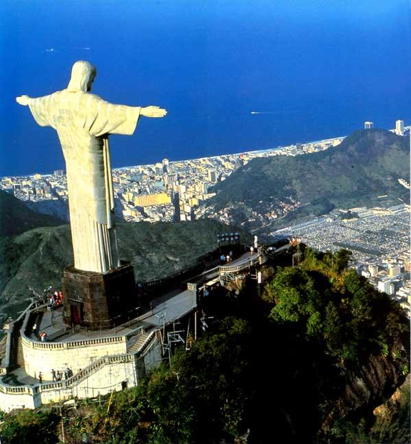 Корвокаду, вид на Рио-де-Жанейро. Нажмите для увеличения фотографии.