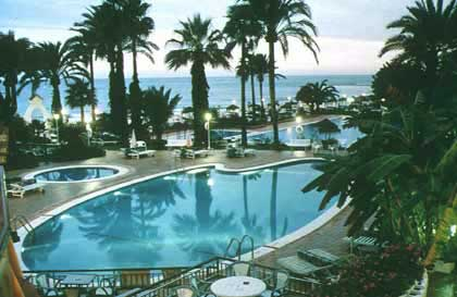 Гостиница triton бассейн нажмите для