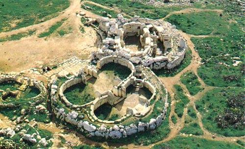 Древнее святилище Мнайдра с высоты птичьего полета.  Нажмите, чтобы закрыть окно