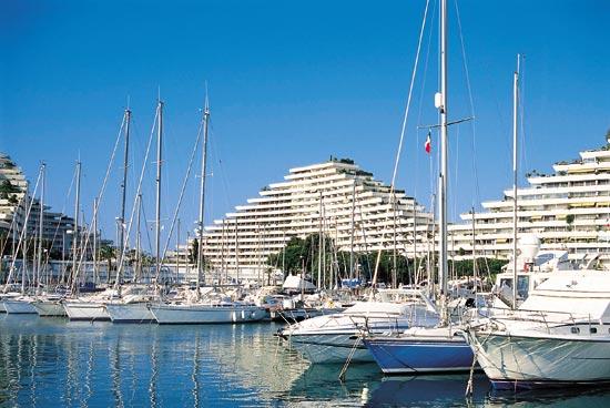 Резиденция в marina baie des anges нажмите для
